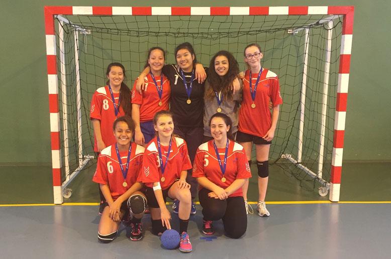 Les minimes filles de DUCOS, équipe 2, vainqueur du championnat UNSS départemental. Elles feront le tour suivant au niveau académie dans quelques semaines