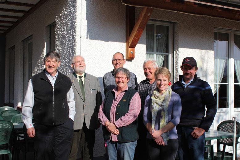 Der Vorstand des Vereins mit Gästen