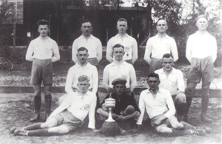 1927-Reservemannschaft der SVC 1926 v.l.n.r.: Rietze, Gangelmayer, H.Meißner, Wilke, Herrmann, O.Meißner, H.Schaap, Preuße, Beuche, Winter.
