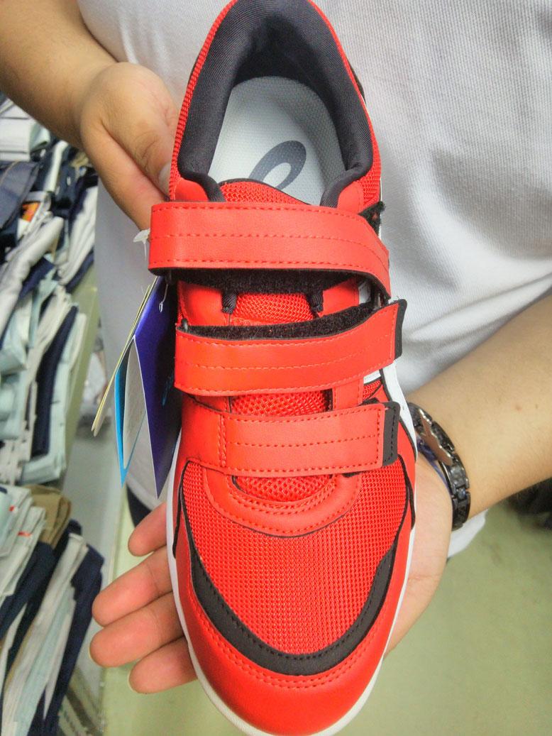 ウィンジョブ CP205 レギュラーウイズ(2E相当)設計で、足を包み込むようなフィット感があります。
