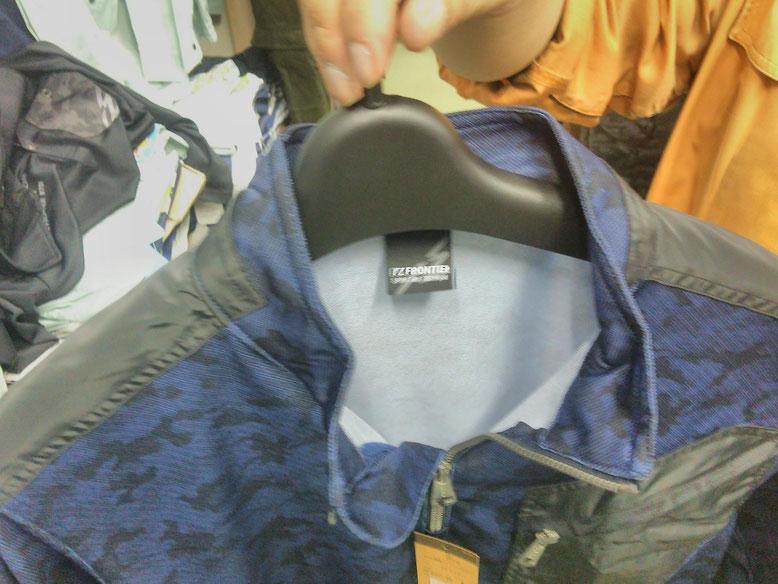 肩部分に強度の高いタフタ素材を使用。破れにくい補強です。
