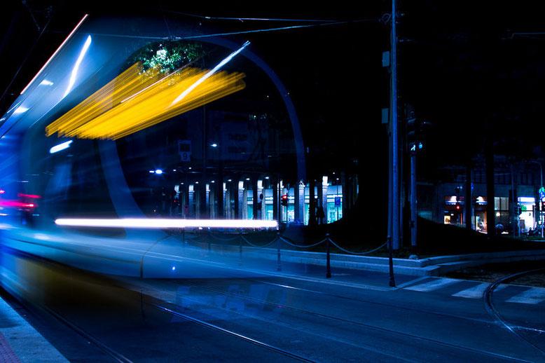 691.044 © 2015 Alessandro Tintori. Tram a Milano, Darsena; evento di fotografia in luce scarsa
