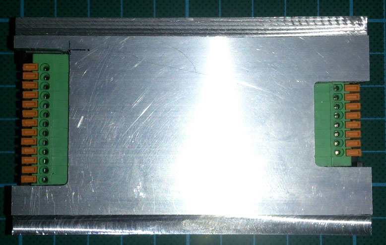 シーケンシャルウィンカーのケース兼用トレーラージョイント取付板