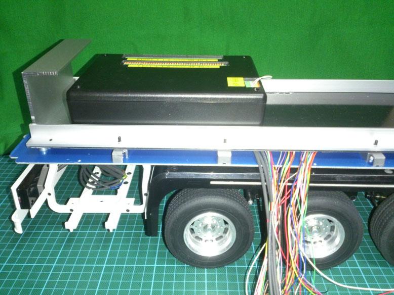 t2アルミ製チャンネルで補強した黒色床板