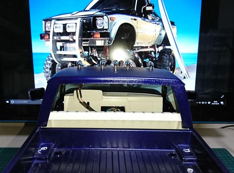 1/10タミヤ製ラジコントラックハイラックスにドライバーシートを追加
