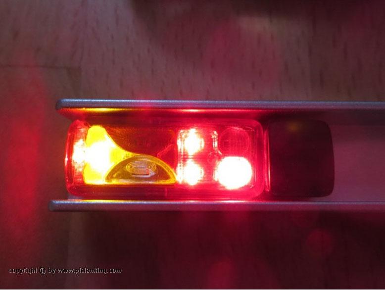 6分割テールライトの点灯