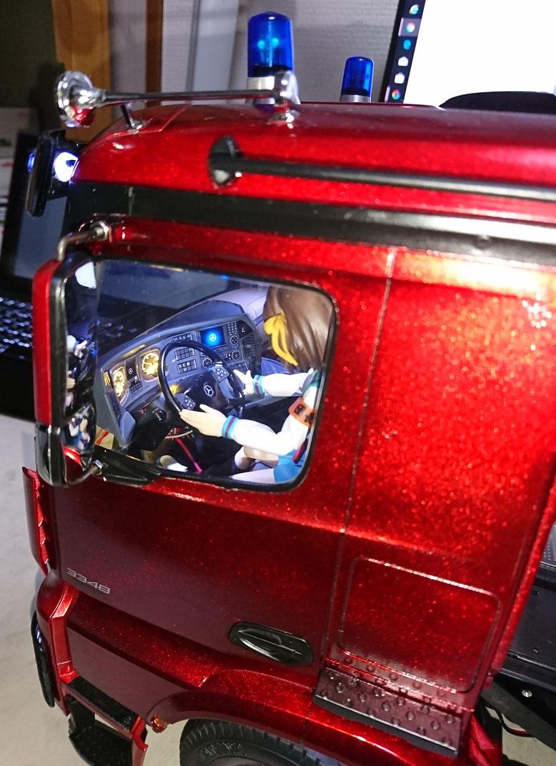 ダッシュボードはメーターとベンツマークに照明を入れました。