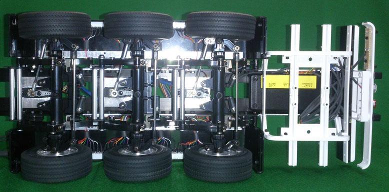 3軸リーファーセミトレーラーのステアリング機構とシーケンシャルウィンカーのアンプ