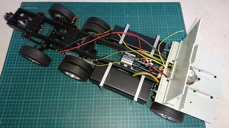 1/14タミヤ製ラジコントラック スカニアを改造したスキップコンテナの電池ボックス