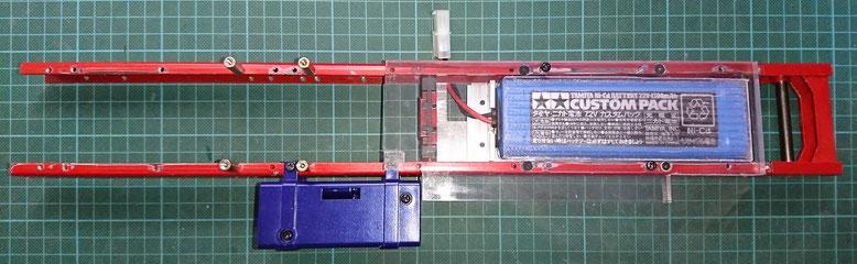 1/10タミヤ製ハイラックスの電池収納スペース