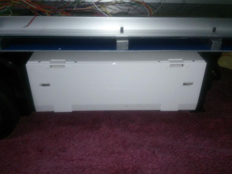 3軸リーファーセミトレーラーの工具箱に付いているマーカライトに電池電圧低下警報を組み込みました