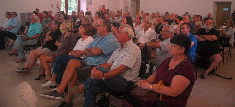une centaine de personnes ont assisté à la réunion du 22 août