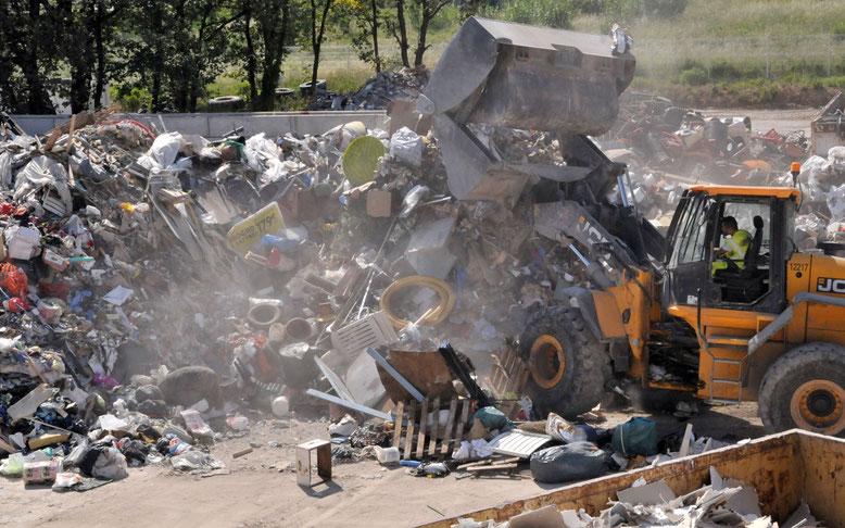 le site récupère chaque année les déchets recyclables issus des collectes sélectives des ménages et des industriels