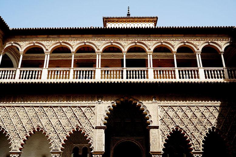 Photographie, Andalousie, Séville, palais, Alcazar, arcs, colonnes, stucs, fenêtre, balcon, galerie, couleurs, art, architecture, voyage, vacances, Mathieu Guillochon