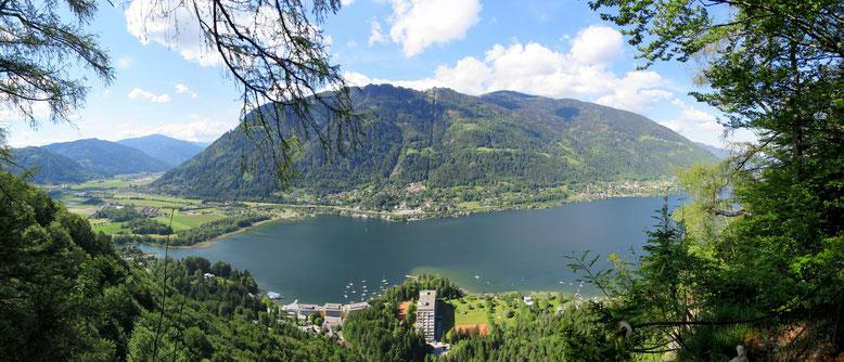 Ossiacher See und Gerlitzen von Standpunkt Junfernsprung auf dem Ossiacher Tauern. Mit Blick auf Annenheim und Sattendorf
