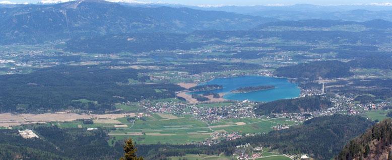 Faaker See mit Ossiacher Tauern und Gerlitzen im Hintergrund