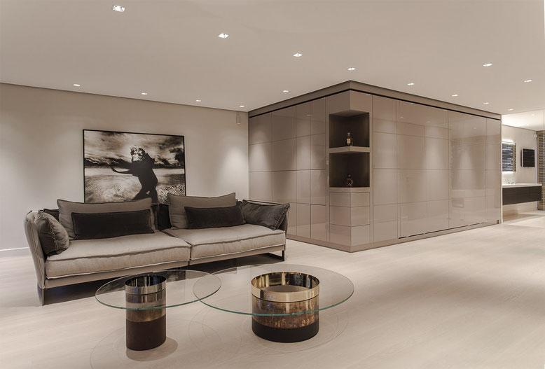 Loft SMF Wohndesign mit Oberfläche METALL X