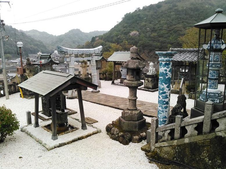 陶山神社拝殿前の写真
