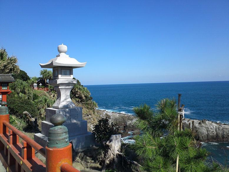 鵜戸神宮横の海岸の写真