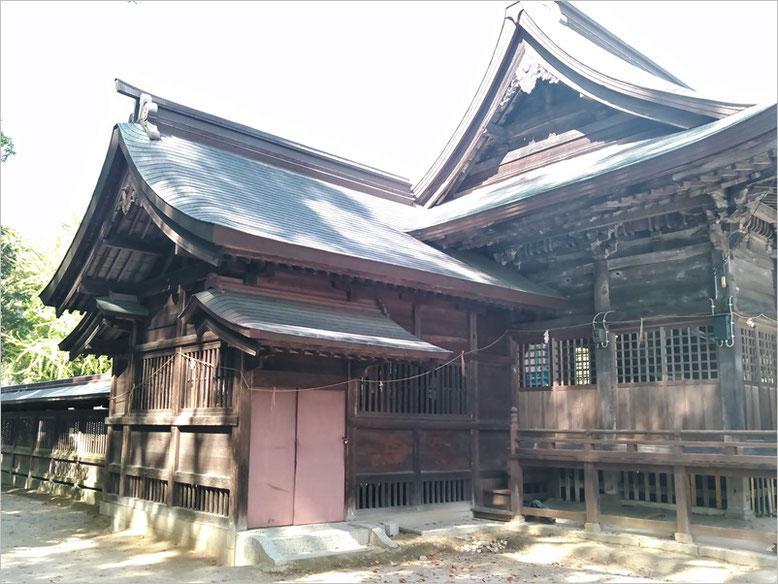 與止日女神社拝殿の写真左側の写真