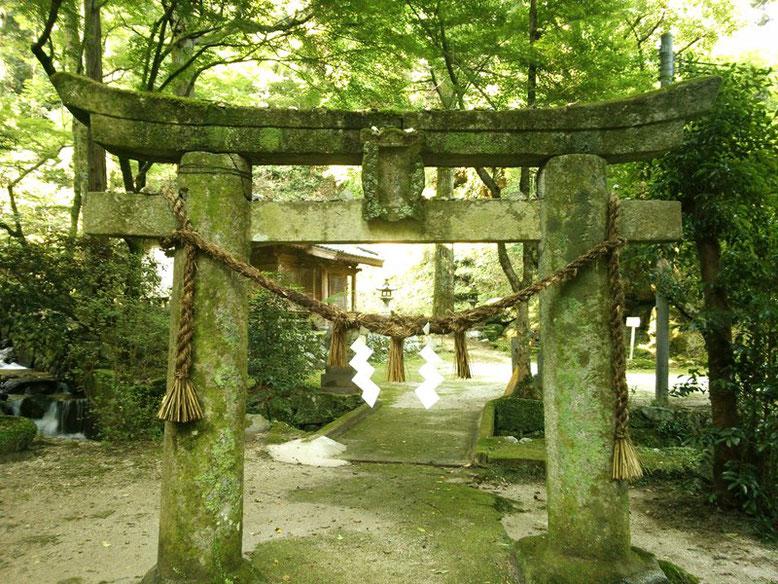 後鳥羽神社の鳥居の写真