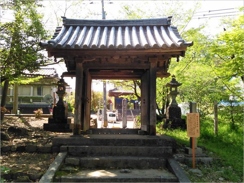 與止日女神社西門の写真