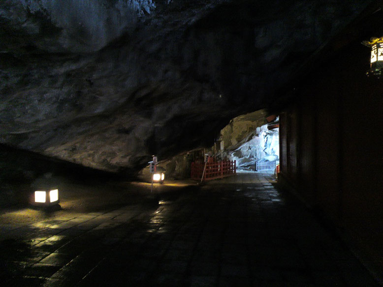 鵜戸神宮のお乳岩付近の写真