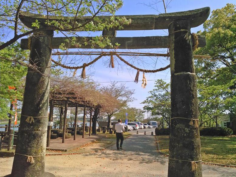 與止日女神社の鳥居の写真