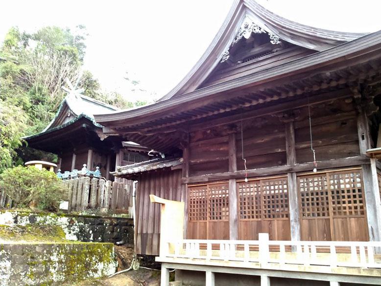 陶山神社拝殿と本殿の写真