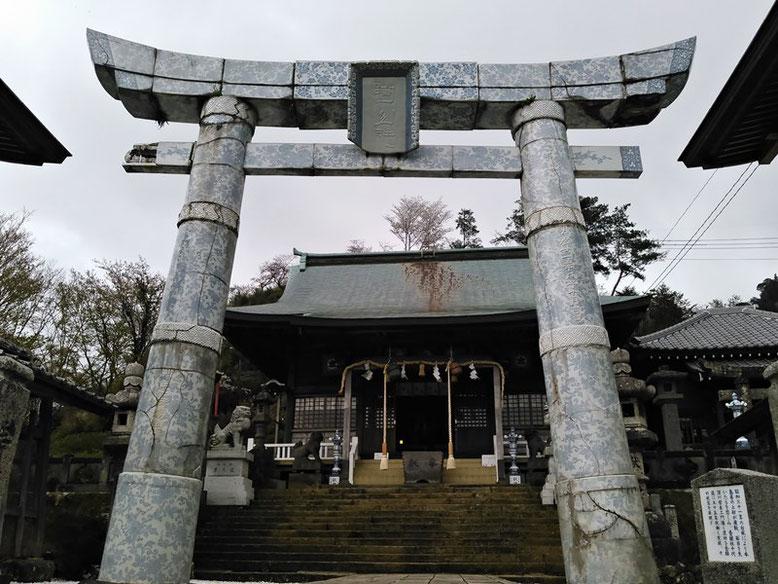 陶山神社磁器製鳥居の写真
