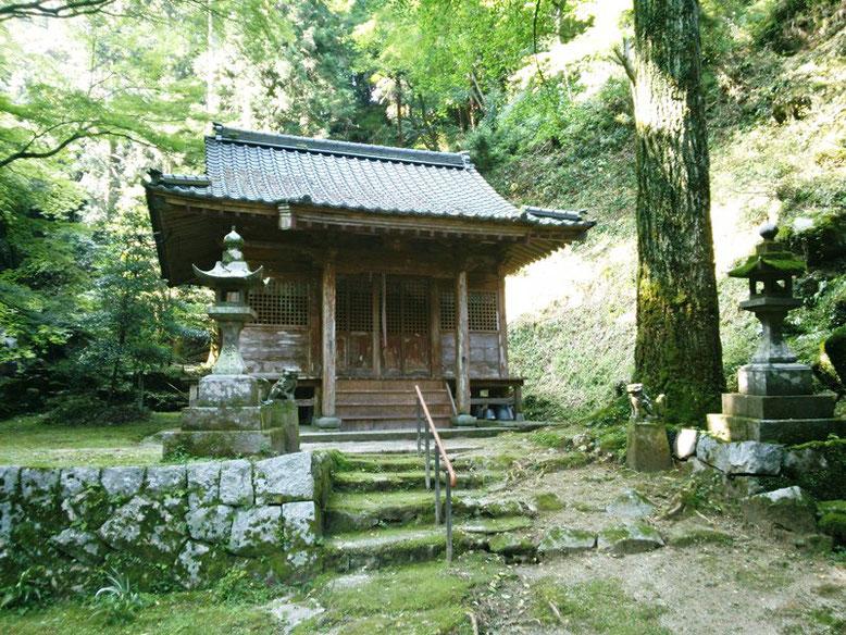 後鳥羽神社拝殿の写真