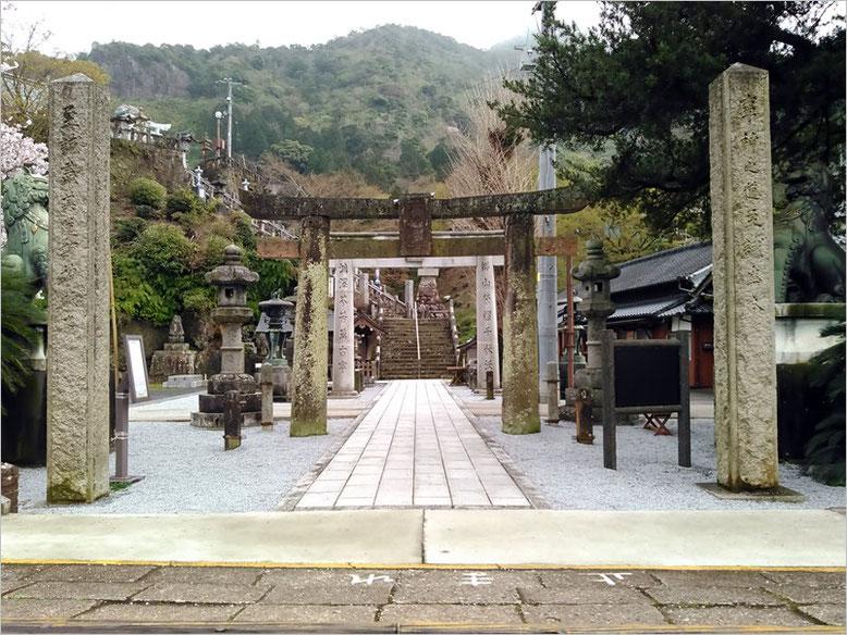 陶山神社の境内の写真