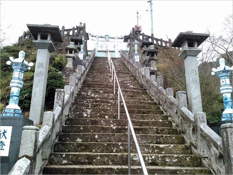 陶山神社参道の石段の写真