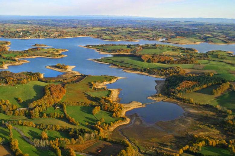Vue aérienne du Lac de Pareloup