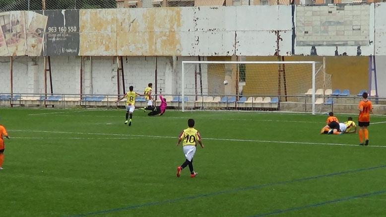 ACCION EN LA QUE ALEX BATE AL CANCERBERO TORRENTÍ ESTABLECIENDO EL 2-0