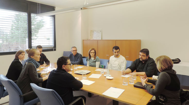 REUNIÓN EN EL CDT DE DÉNIA. Ayuntamiento, docentes, la dirección del IES Maria Ivars, Aehtma y la delegación de Bergen.