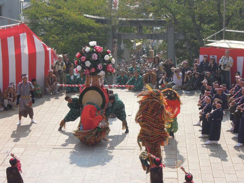 中尾獅子浮立保存会による「中尾獅子浮流」は長崎市の無形民俗文化財。毎年中尾地区大山神社の秋祭りで奉納されています。