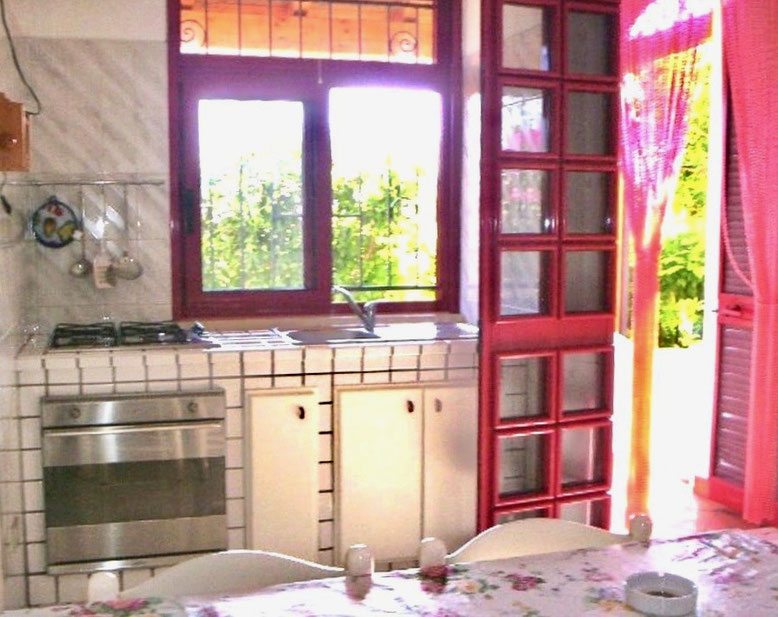 salento, appartamento PIANO TERRA: giardino esterno con cabina doccia in muratura