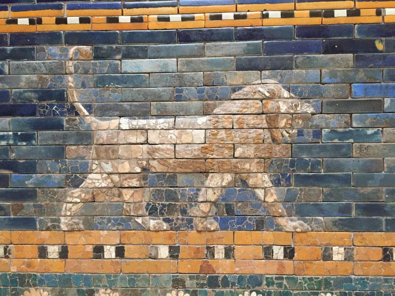 Löwenrelief, 85 cm hoch