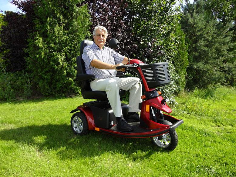 Elektromobile bis 15 km/h für Senioren und Behinderte