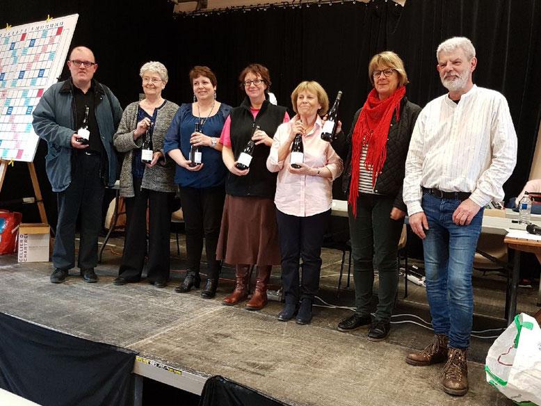 (de g à d) Alain Hue, Annette Goizet, Laurence Tournay, Françoise Leclerc, Jocelyne Allard et Philippe Legrand, président de Beuzeville