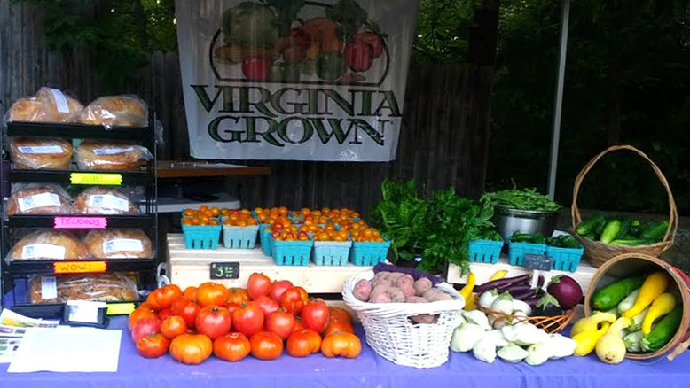 Photo of Purple Rooster Organics vegetables and bread at South Street Barn Market