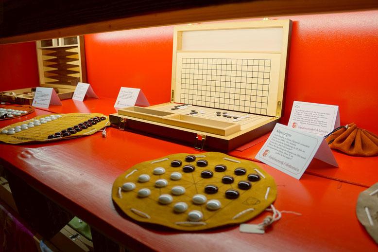 Historische Spiele und Spieleklassiker im Krämerladen vom Spielmannshof Seitenroda
