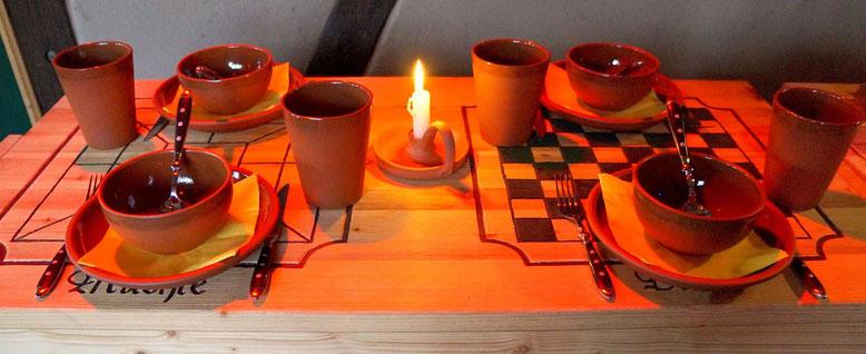Spielmannshof Seitenroda Spieltisch mit Essgeschirr