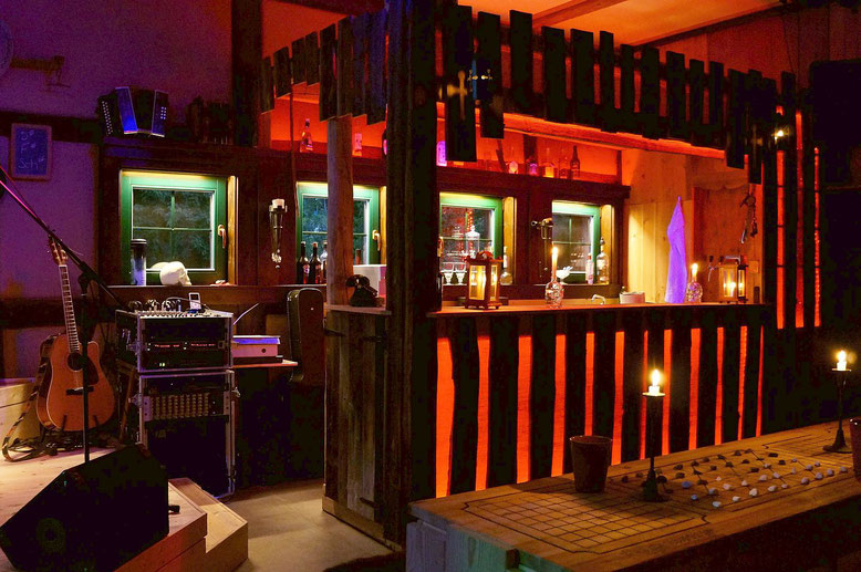 Spielmannshof Seitenroda Bar und Bühne im Gastraum