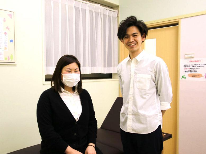 体験者のMさん(左)とクレール整骨院の院長・林晃輝さん(右)