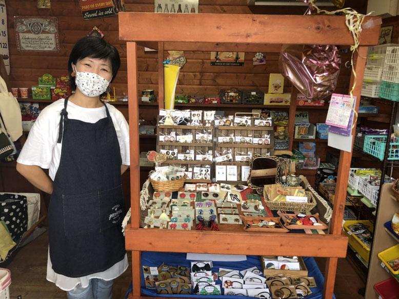 駄菓子屋マルシェ事務局の藤嶋さん