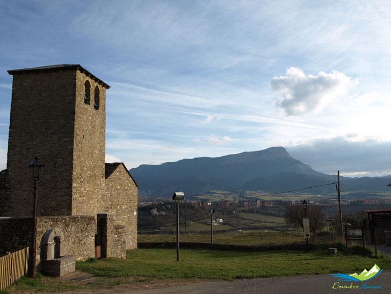 Iglesia de Asieso y Peña Oroel