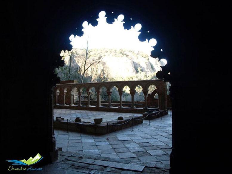 Claustro del Real Monasterio visto desde la Capilla de San Victorián.