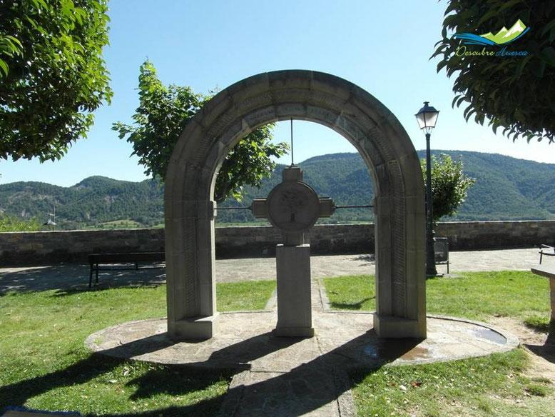Monumento homenaje a Los Fueros del Sobrarbe.